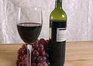 Британцы пьют вино дома