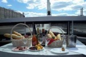 Свободная простота французского вина в русской столице