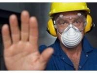 Работников на вредном производстве заставили работать без спецодежды
