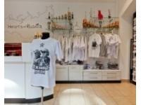 """""""Вежливая"""" одежда для российской молодежи появится на полках магазинов в сентябре"""