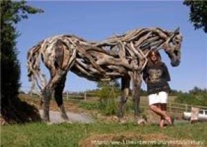 Ивовые скульптуры вполне могут заменить цветочные