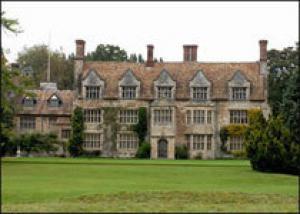 В Хэмптон-Корте расцвели сады Генриха VIII