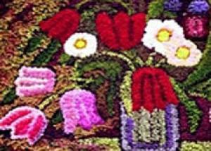 В Киеве на вышиванки, Божью Матерь и лебедей из роз ушло 3 миллиона цветов