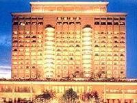В отеле Taj Mahal продолжают отстреливаться террористы