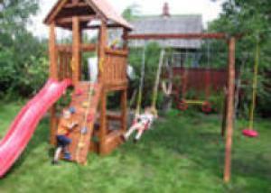 Детская игровая площадка возле дома