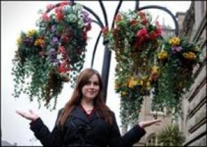 Американцы выбирают искусственные цветы для украшения улиц
