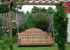 Установка садовых качелей на участке