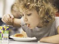 Регионы отбирают еду у детей