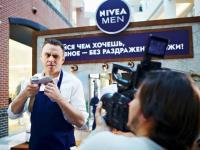 По острию ножа: смельчаки Санкт-Петербурга смогут попробовать экстремальные способы бритья в Барбершопе NIVEA MEN